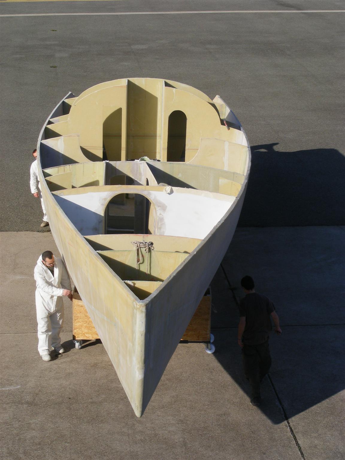 bain de soleil pour la coque the hull takes the sun. Black Bedroom Furniture Sets. Home Design Ideas